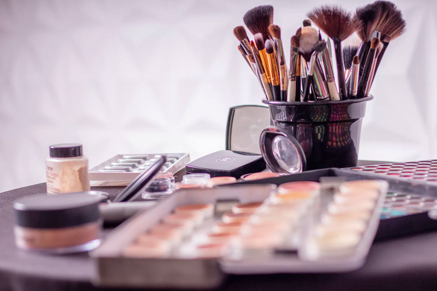 Make-Up und Pflege gegen Akne, Pickel und Mitesser